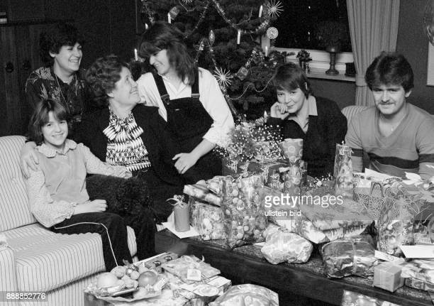 Seventies black and white photo festive season Christmas Christmas Eve Christmas tree festive mood group of people 10 to 70 years familiy sitting in...