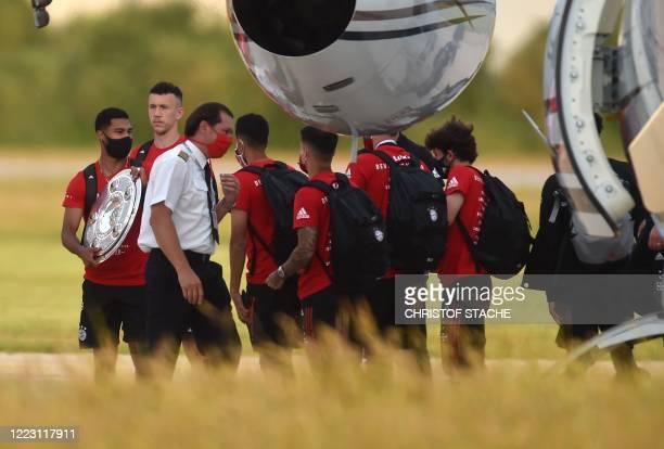 Several Bayern Munich team players arrive to the small airport in Oberpfaffenhofen near Munich, southern Germany, on June 27, 2020. - Bayern Munich...