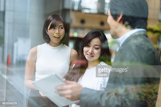 複数のお仕事仲間との戦略に重要なビジネスを指す