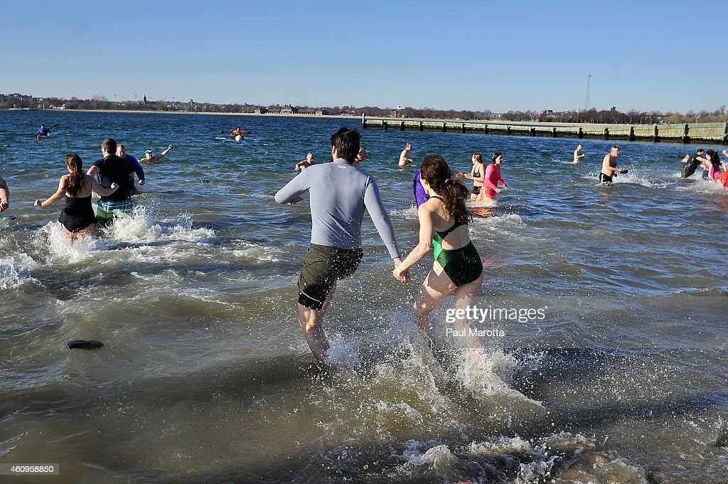 """L Street Brownies"" Annual New Year's Day Swim : News Photo"
