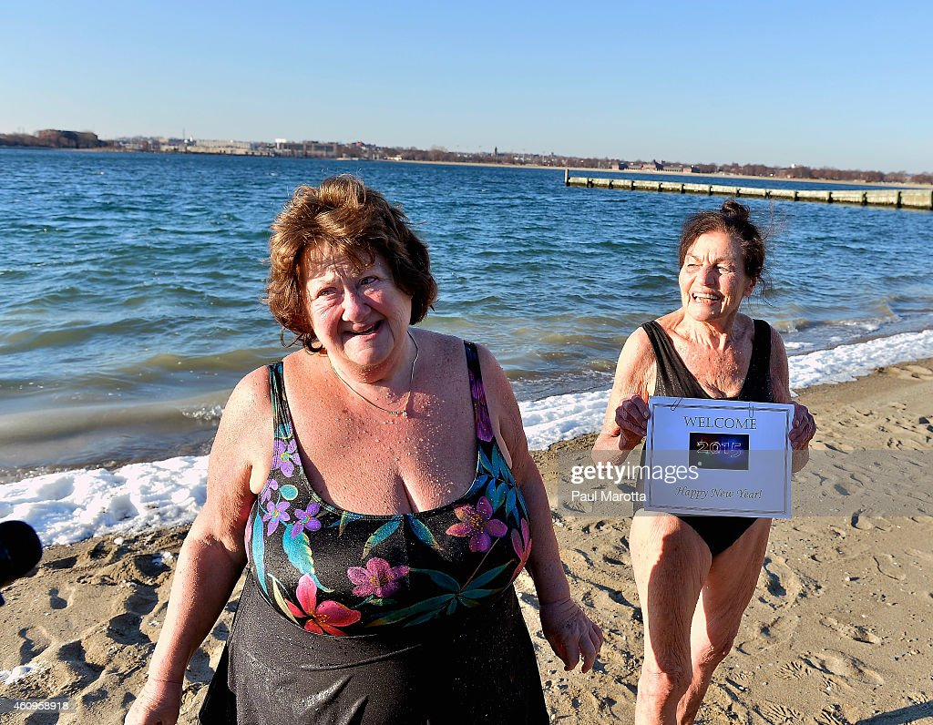 """L Street Brownies"" Annual New Year's Day Swim : News Photo"