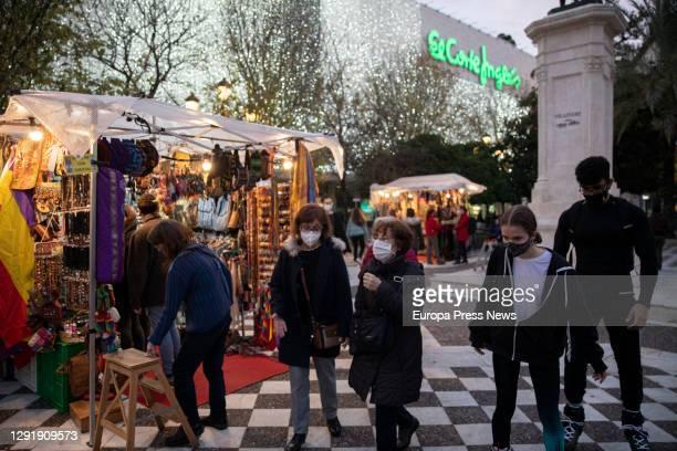 Several people in the market stalls on December 17, 2020 in Sevilla .
