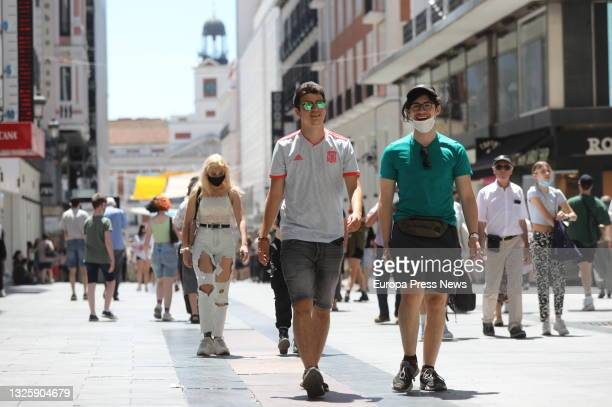 Several people walk without masks in the center of the capital, on June 28 in Madrid, . This is the first working day without the mandatory use of...