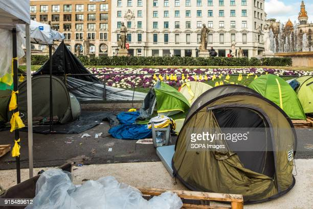 Several tents occupy the Plaza Catalunya in Barcelona to claim Carles Puigdemont as President of Catalonia For the eighth consecutive day and despite...