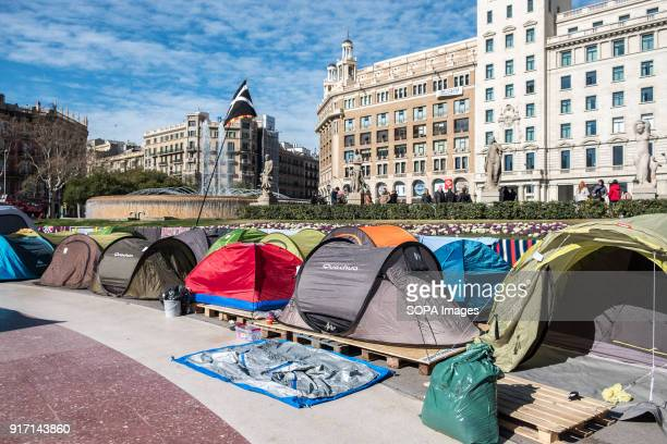 Several tents occupy the Plaza Catalunya in Barcelona to claim Carles Puigdemont as President of Catalonia For ten consecutive day and despite the...