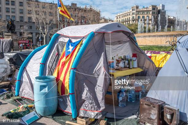 Several tents occupy the Plaza Catalunya in Barcelona to claim Carles Puigdemont as President of Catalonia For the tenth consecutive day and despite...