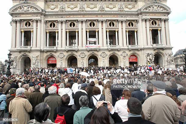 Several thousands of people take part in a Solidarity marche on April 6 2008 in Paris to call for the release of French Colombian hostage Ingrid...