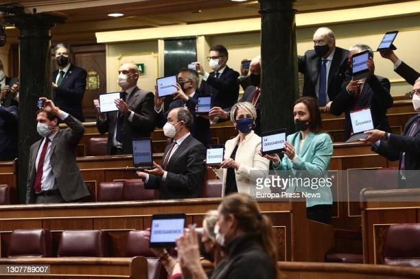 """Several Vox deputies show a screen with the words """"We will repeal it"""" in reference to the euthanasia law approved in a plenary session in the..."""