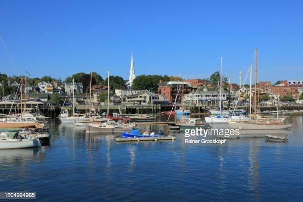 several yachts in the harbor of camden with the town and a church in the background - rainer grosskopf bildbanksfoton och bilder