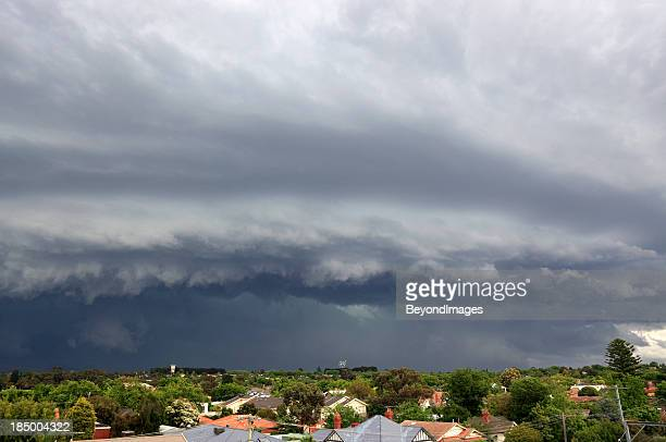 Severe storm threatens city suburbs