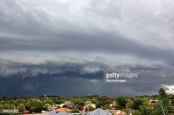 Schweren Sturm droht der Vororte der Stadt