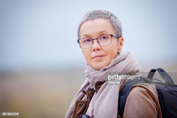 Fotógrafo de mujer severa