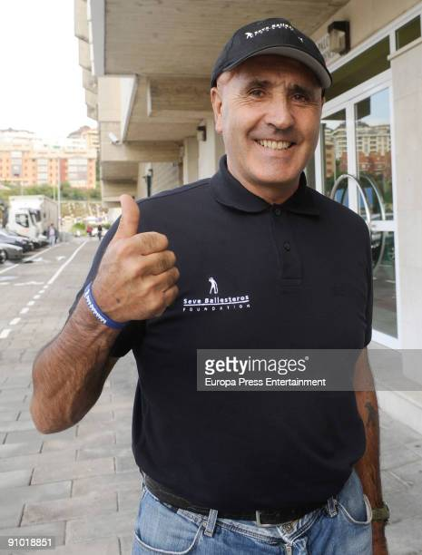 Severiano Ballesteros signs Sponsorship Agreement With Racing Santander on September 21 2009 in Santander Spain Racing Santander players will display...