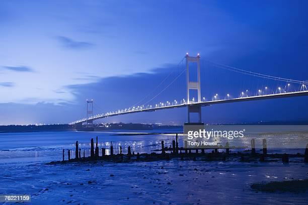 severn bridge, night, near bristol, england - tony howell stock pictures, royalty-free photos & images