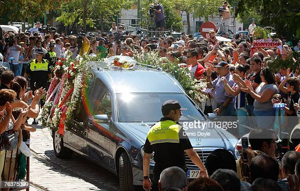 Sevilla fans applaud as the coffin of Antonio Puerta is driven into the San Fernando cemetry for cremation on August 29 2007 in Sevilla Spain Puerta...