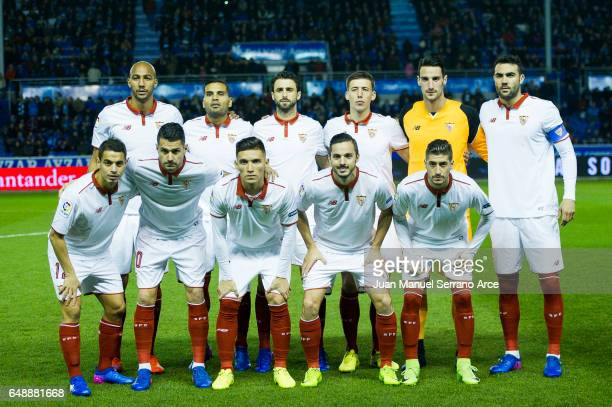 Sevilla FC line up for a team photo prior to the start the La Liga match between Deportivo Alaves and Sevilla FC at Mendizorroza stadium on March 6...