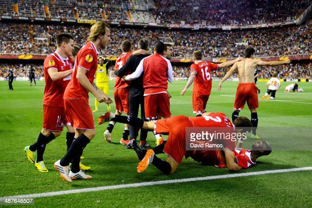 Sevilla FC players celebrate after Stephane Mbia of Sevilla FC scored his team's first goal during the UEFA Europa League Semi Final second leg match...