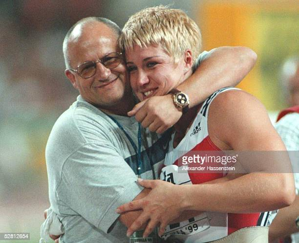 FRAUEN Sevilla/ESP Astrid KUMBERNUSS/GER GOLD mit Trainer und Ehemann Dieter KOLLARK