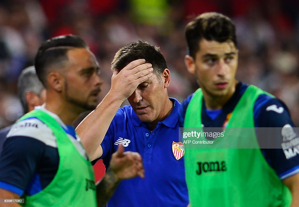 Sevilla's Argentinian coach Eduardo Berizzo (C) gestures during the Spanish league football match Sevilla FC vs Espanyol at the Ramon Sanchez-Pizjuan in Sevilla on August 19, 2017. /