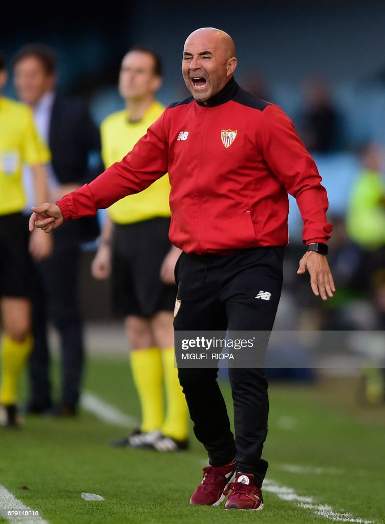 Sevilla's Argentinian coach Jorge Sampaoli gestures on the sideline during the Spanish league football match RC Celta de Vigo vs Sevilla FC at the Balaidos stadium in Vigo on December 11, 2016. Sevilla won 3-0. / AFP / MIGUEL