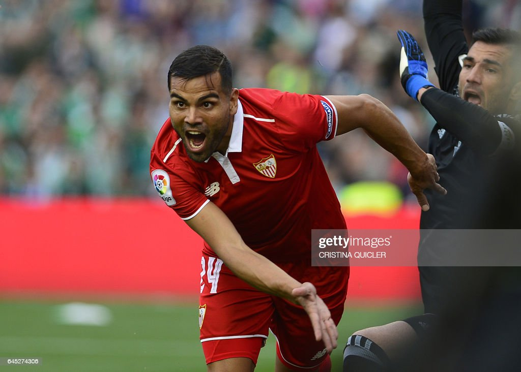 Sevilla's Argentinian defender Gabriel Mercado (C) celebrates after scoring a goal during the Spanish league football match Real Betis vs Sevilla FC at the Benito Villamarin stadium in Sevilla on February 25, 2017. / AFP / CRISTINA