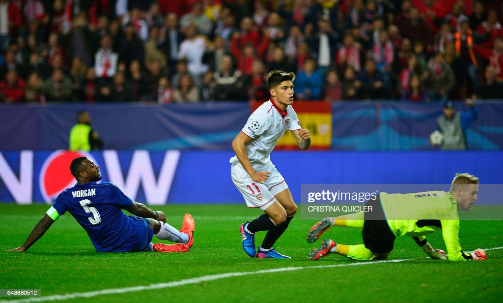 Sevilla's Argentinian midfielder Joaquin Correa (C) celebrates after scoring a goal during the UEFA Champions League round of 16 second leg football match Sevilla FC vs Leicester City at the Ramon Sanchez Pizjuan stadium in Sevilla on February 22, 2017. / AFP / CRISTINA