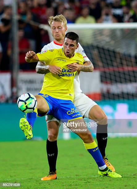 Sevilla's Danish forward Simon Kjaer fights for the ball with Las Palmas' Argentinian forward Jonathan Calleri during the Spanish league football...