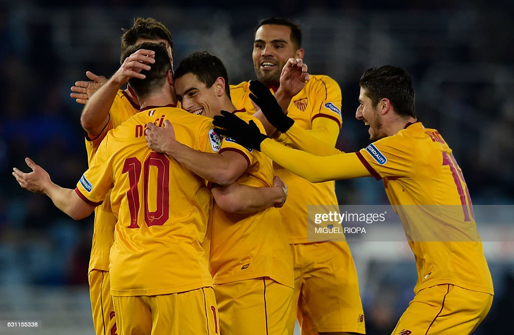 Sevilla's French forward Wissam Ben Yedder (C) celebrates with teammates after scoring a goal during the Spanish league football match Real Sociedad vs Sevilla FC at the Anoeta stadium in San Sebastian on January 7, 2017. / AFP / MIGUEL