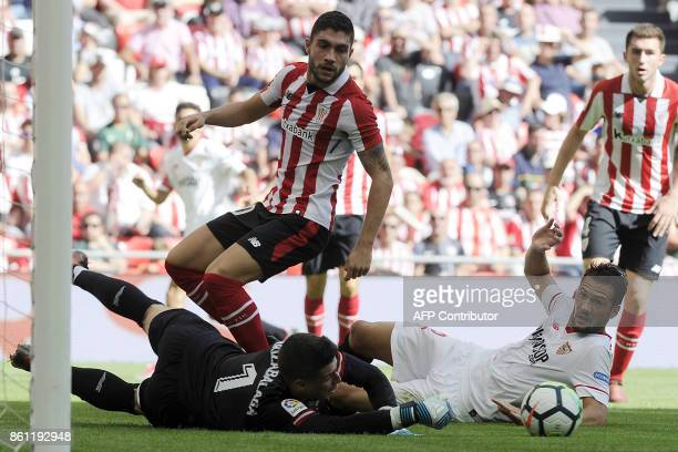 Sevilla's Italian midfielder Franco Damian Vazquez challenges Athletic Bilbao's Spanish goalkeeper Kepa Arrizabalaga Revuelta during the Spanish...