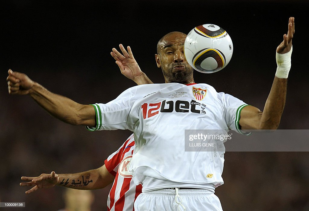 Sevilla's Malian forward Frederic Kanoute (front) vies with Atletico Madrid's Portuguese midfielder Simao Sabrosa (behind) during the King�s Cup final match Sevilla against Atletico Madrid at the Camp Nou stadium in Barcelona on May 19, 2010.