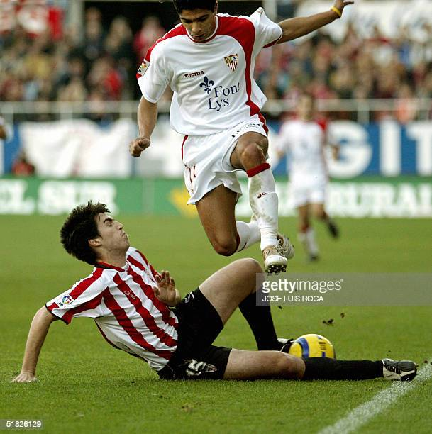 Sevilla's player Renato vies the ball with Athletic Bilbao's player Iraola during their Spanish league match at Sanchez Pizjuan stadium in Sevilla 05...