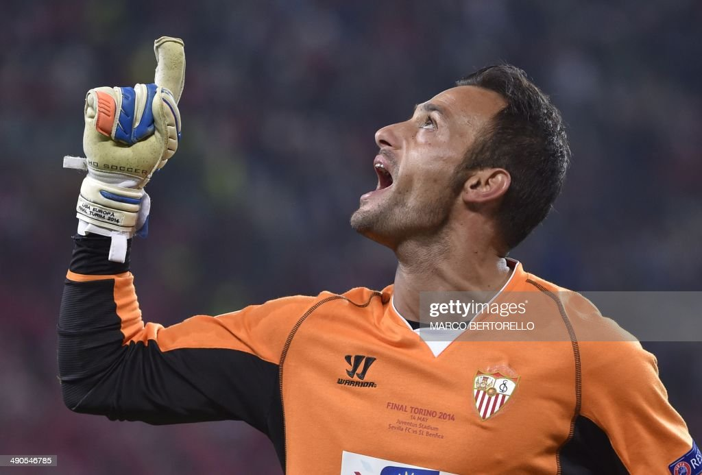 Sevilla's Portuguese goalkeeper Beto celebrates after Benfica's Spanish forward Rodrigo Machado misses a penalty during the penalty shoot out during the UEFA Europa league final football match between Benfica and Sevilla on May 14, 2014 at the Juventus stadium in Turin. PHOTO / Marco BERTORELLO