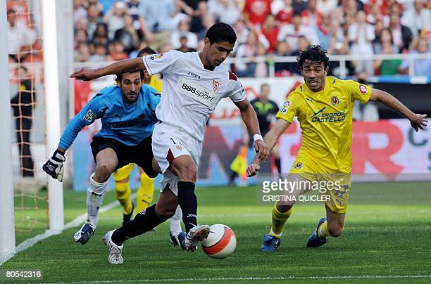 Sevilla's Renato vies with Villarreal's goalkeeper Diego Lopez and Javi Venta during their Spanish league football match on April 6 2008 at the...