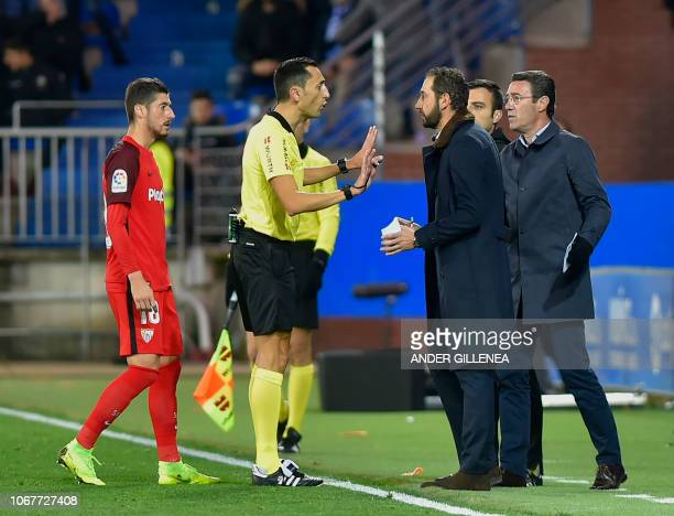 Sevilla's Spanish coach Pablo Machin speaks with Spanish referee Jose Maria Sanchez Martinez during the Spanish league football match Deportivo...
