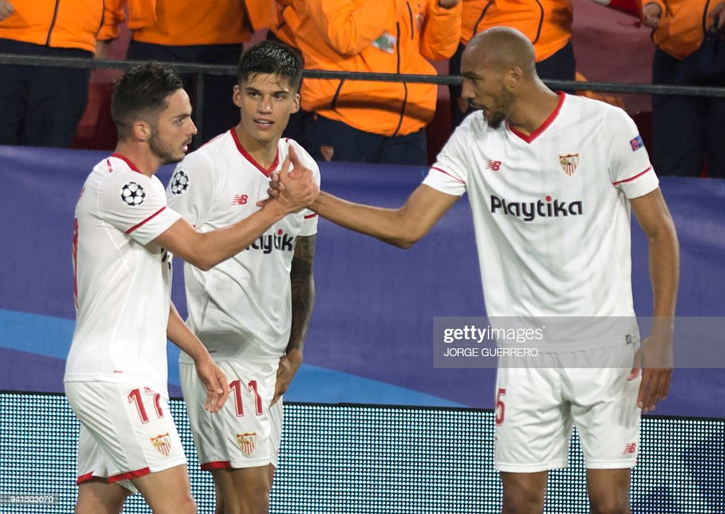 Sevilla's Spanish midfielder Pablo Sarabia (L) celebrates a goal with Sevilla's Argentinian midfielder Joaquin Correa (C) and Sevilla's French midfielder Steven N'Zonzi during the UEFA Champions League quarter-final first leg football match between Sevilla FC and Bayern Munich at the Ramon Sanchez Pizjuan Stadium in Sevilla on April 3, 2018. / AFP PHOTO / Jorge GUERRERO