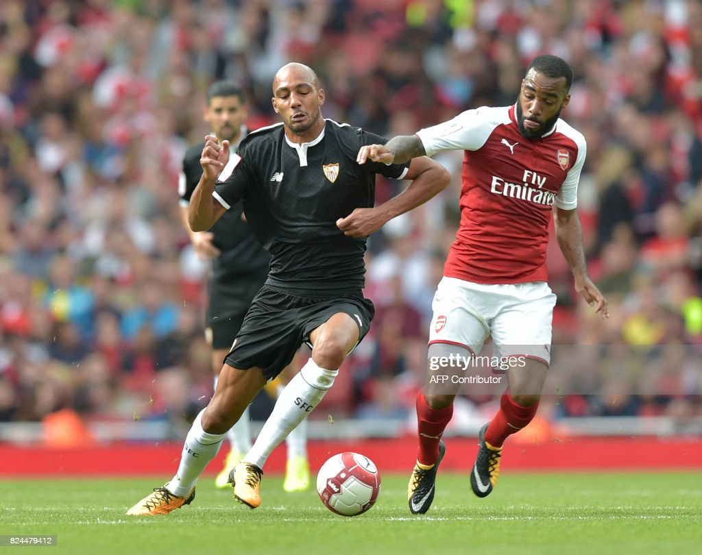 FBL-ENG-SPAIN-ARSENAL-SEVILLA-FRIENDLY : News Photo