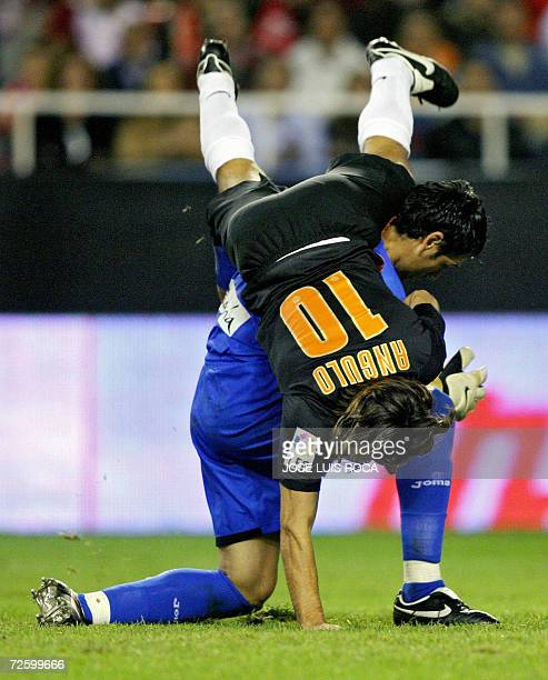 Sevilla?s goalkeeper Palop vies with Valencia?s player Angulo during their Spanish League match at Ramon Sanchez Pizjuan stadium in Seville, 18...
