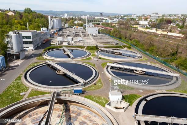 sewage treatment plant - high-angle view - estação de tratamento de esgotos imagens e fotografias de stock