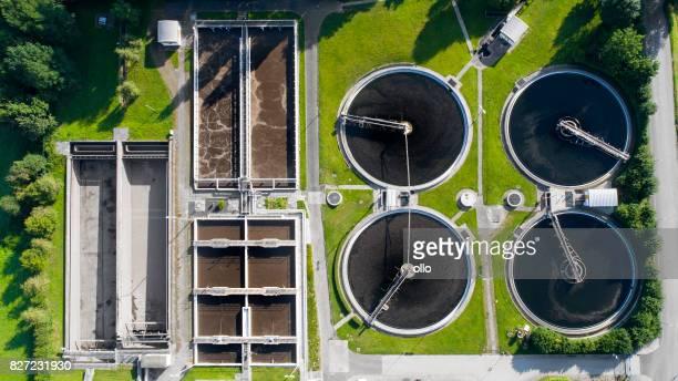 Planta de tratamiento de aguas residuales - purificación del agua inútil, vista aérea