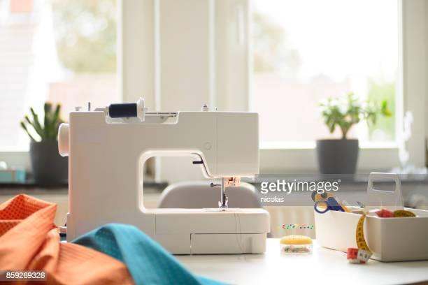 縫うように - ミシン ストックフォトと画像