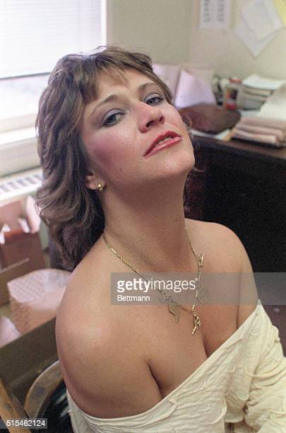 Sexporn queen Marilyn Chambers in Chicago to promote her new film Insatiable II 5/3/84 She poses while talking to reporter at UPI offices in Chicago