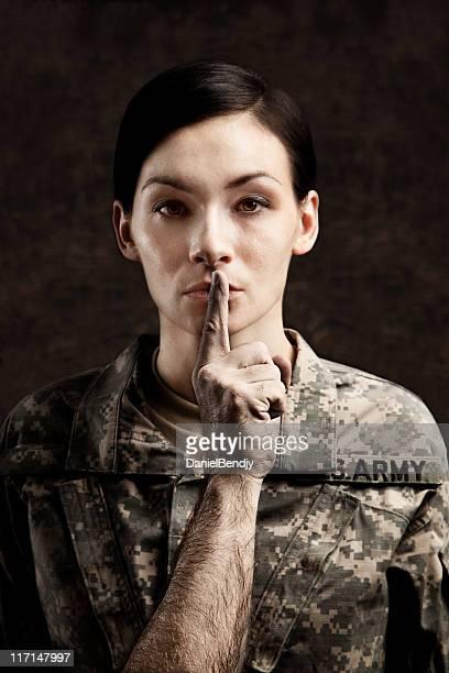 sexual harrassment - ongewenste intimiteit stockfoto's en -beelden