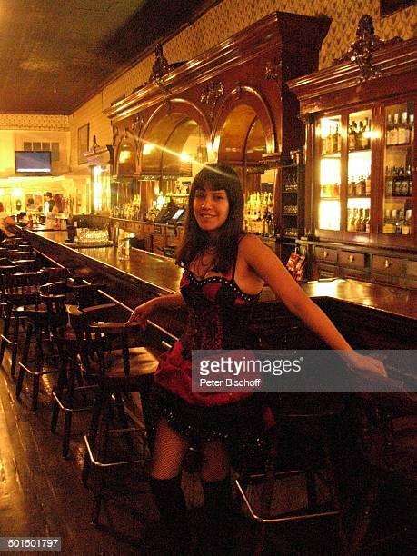 Sexy Barfrau Saloon Westerndorf Tombstone Village Arizona Nordamerika Amerika USA innen Bar Theke Tresen Reise BB DIG PNr 192/2011