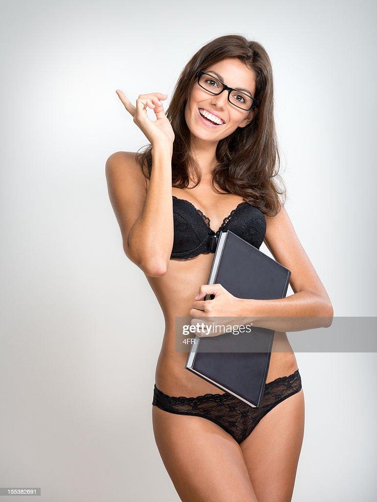 Sexy femme étudiant enseignant avec des lunettes dans la Lingerie (XXXL)