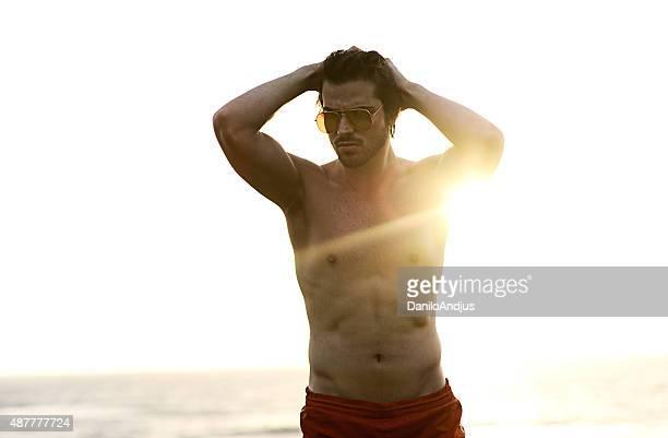 sexy male mannequin sur la plage