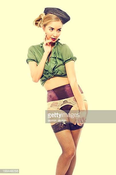 Militaire trop Sexy pin-up girl en lingerie A FLIRTER