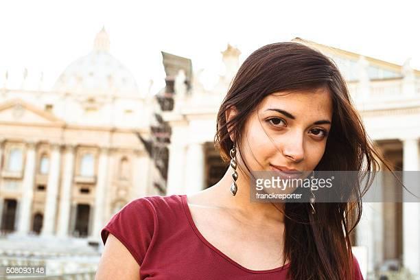 sexy retrato de mujer hispana en roma - cultura mexicana fotografías e imágenes de stock