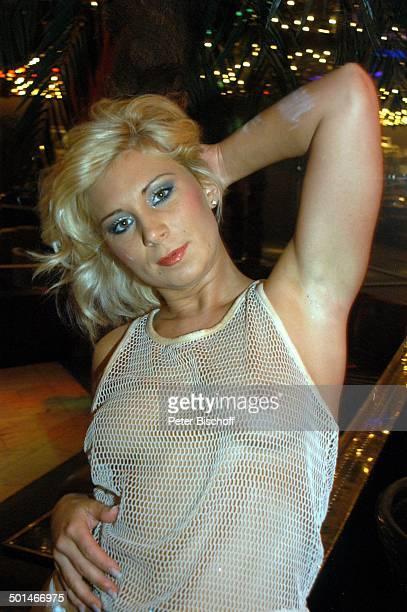 Sexy Tänzerin Porträt TableDanceClub BeverlyBar Bremen Deutschland Europa Erotik erotisch Busen Lokal Tabledance Halbkörper Promi NB DIG PNr 524/2004