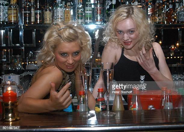 2 sexy Tänzerinnen TableDanceClub BeverlyBar Bremen Deutschland Europa Erotik erotisch Lokal Tabledance Tänzerin Promi NB DIG PNr 524/2004
