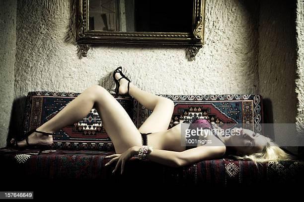 Femme Sexy en chambre orientale